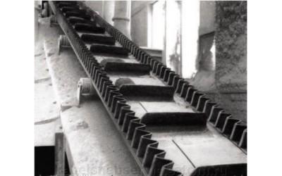 Шевронная (модульная) лента с гофробортами и поперечными планками